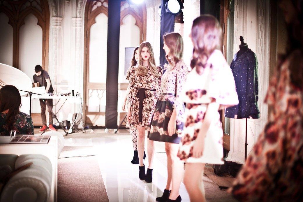 Репортаж: Бархатные платья  и светящиеся кубы на LUBLU Kira Plastinina FW 2013. Изображение № 26.