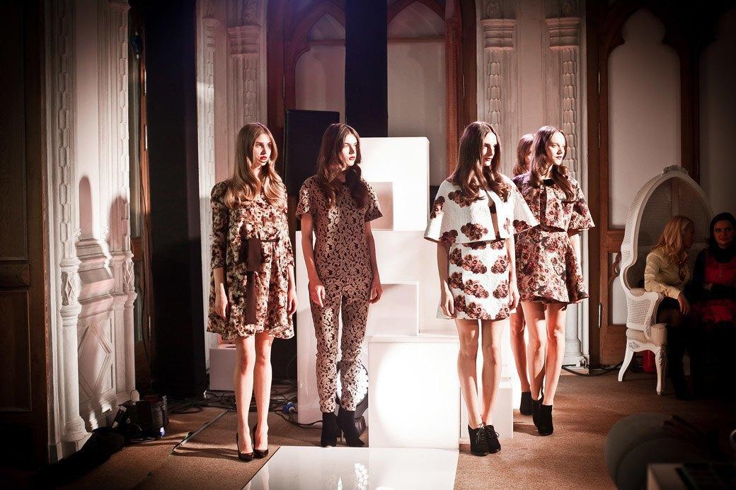 Репортаж: Бархатные платья  и светящиеся кубы на LUBLU Kira Plastinina FW 2013. Изображение № 25.