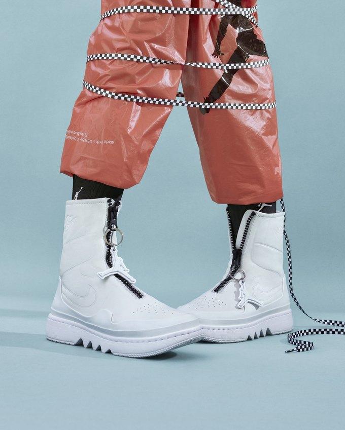 14 женщин-дизайнеров переосмыслили культовые кеды Nike. Изображение № 7.