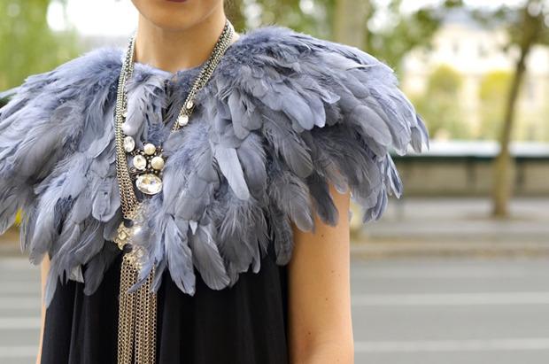 Десяток модников под зонтом, японец с двумя шарфами и другие гости Paris Fashion Week. Изображение № 24.