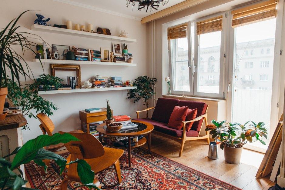 Совладелица спортклуба «БОБО» Даша Косарева у себя в гостиной. Изображение № 1.
