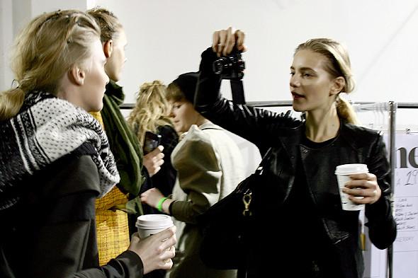 London Fashion Week: бэкстейдж показа Acne. Изображение № 7.