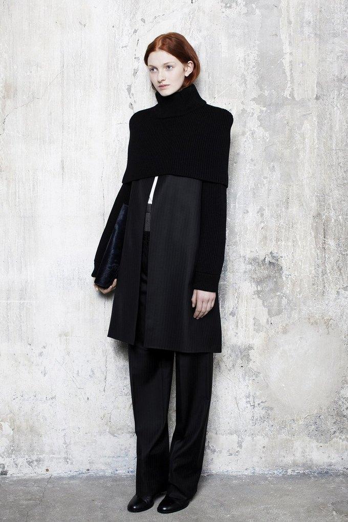 Объемная верхняя одежда в коллекции Maison Martin Margiela. Изображение № 5.