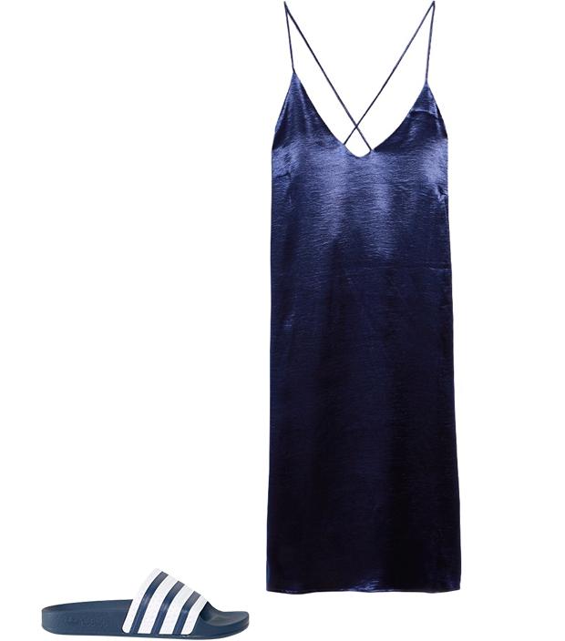 Комбо: Лёгкое платье с резиновыми тапочками. Изображение № 2.