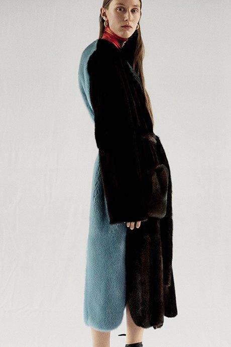Новый лукбук Céline: Меховая обувь и идеальные костюмы. Изображение № 18.