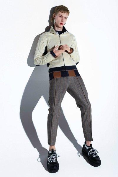 Acne напечатали феминистские слоганы  на мужских шарфах. Изображение № 5.
