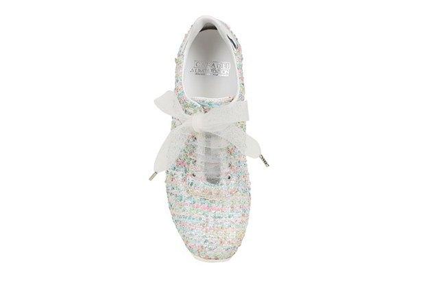 По следам Chanel: Luisa Via Roma и Casadei сделали кружевные кроссовки. Изображение № 2.