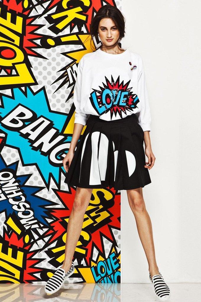 Яркие принты и костюмы в лукбуке Love Moschino. Изображение № 1.