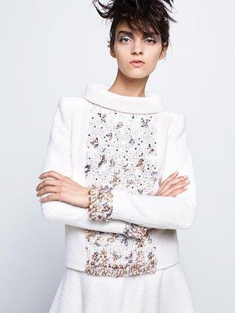 На показе Chanel Haute Couture были шлепанцы  и беременная модель. Изображение № 6.