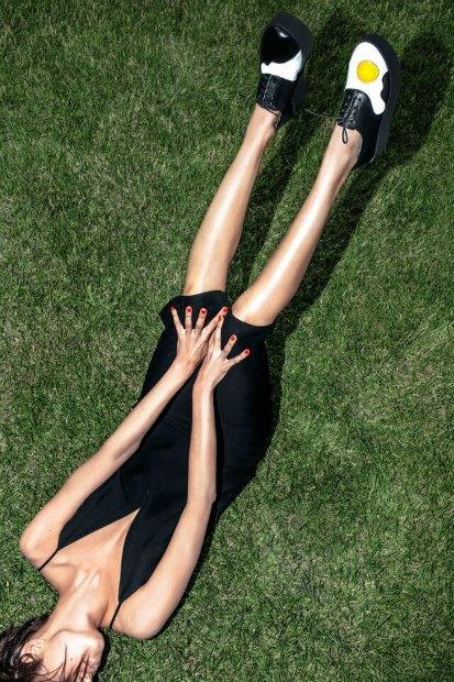 Марка AFOUR и магазин Nevalenki сделали ботинки с яичницей. Изображение № 1.