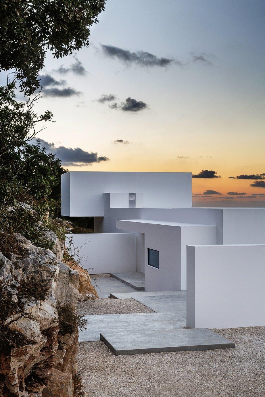 Вилла в Греции,  вдохновленная  Ивом Кляйном. Изображение № 8.
