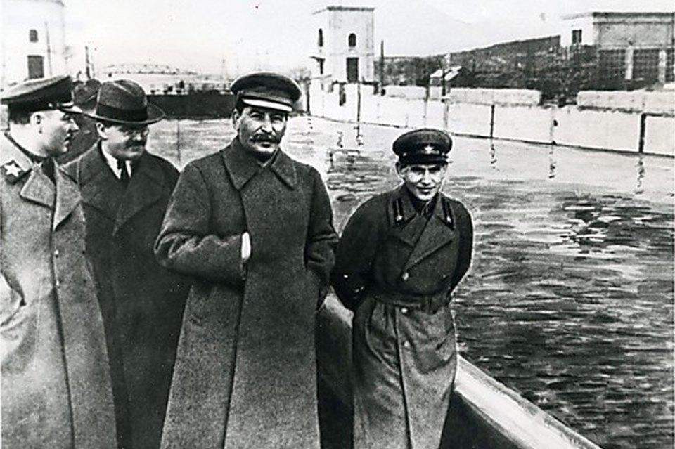 Клим Ворошилов, Вячеслав Молотов, Иосиф Сталин и Николай Ежов, 1938 год.. Изображение № 16.