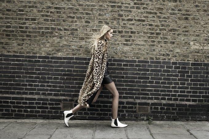 Модели на улицах Лондона в новой кампании Zara. Изображение № 14.