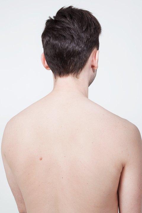 Голые и серьёзные:  Мужчины об отношении  к своему телу. Изображение № 13.