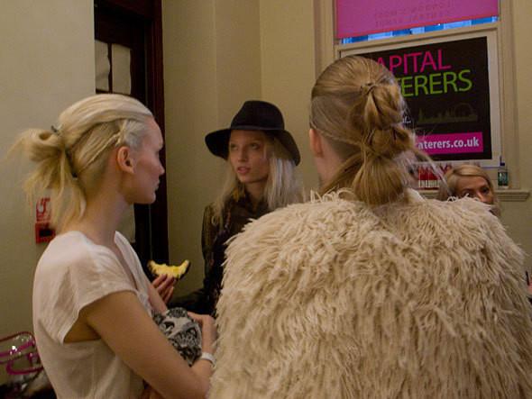 London Fashion Week: бэкстейдж показа Felder Felder. Изображение № 7.