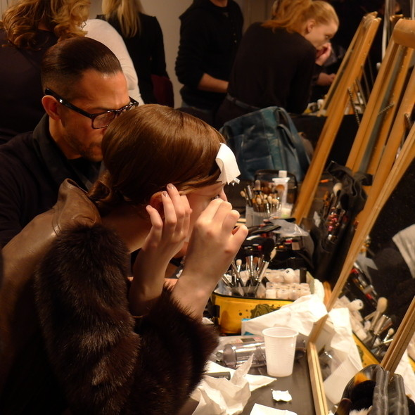 Изображение 12. Milan Fashion Week: бэкстейдж Alberta Ferretti.. Изображение № 8.