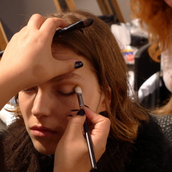 Изображение 14. Milan Fashion Week: бэкстейдж Alberta Ferretti.. Изображение № 9.