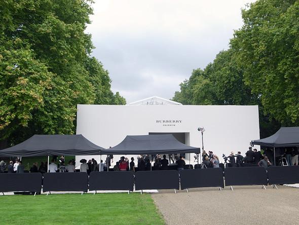London Fashion Week: Показ Burberry Prorsum в Кенсингтонских садах. Изображение № 3.