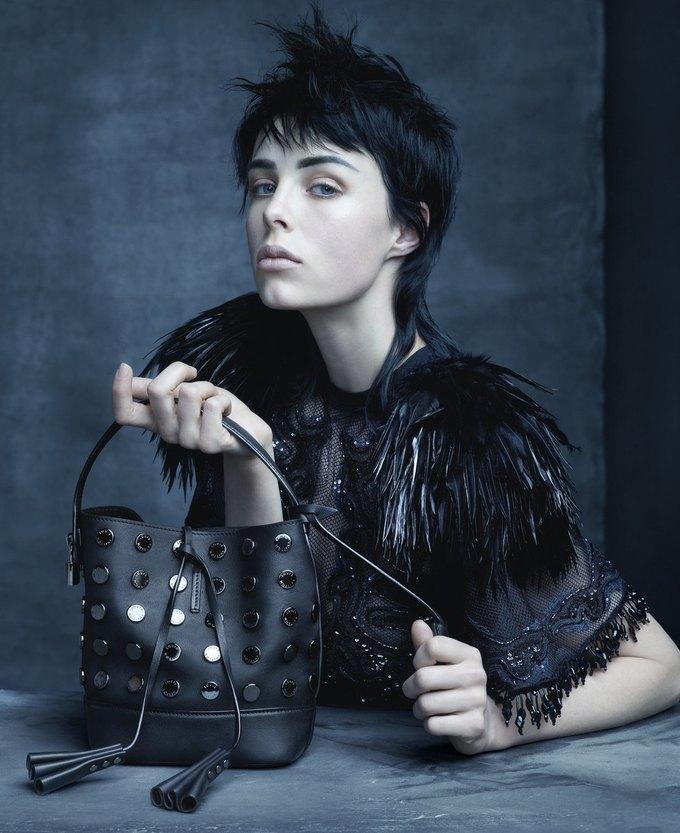 Катрин Денев и София Коппола в рекламной кампании Louis Vuitton. Изображение № 4.