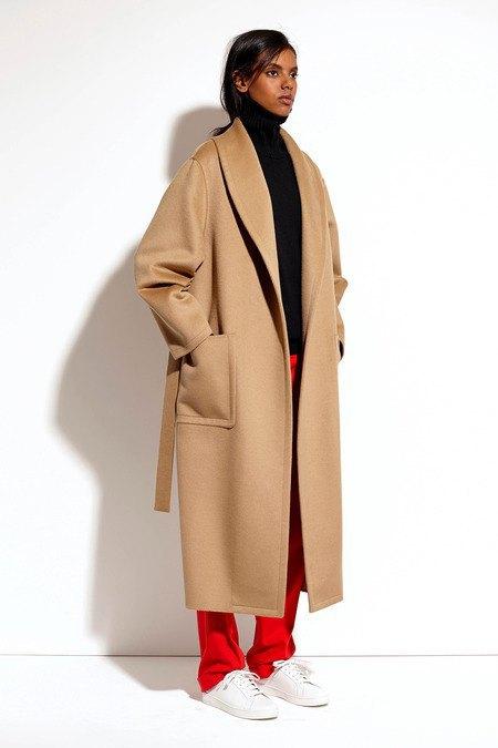 Пальто и костюмы в лукбуке новой коллекции Michael Kors. Изображение № 23.