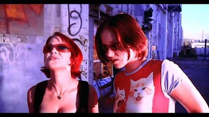 Что можно узнать  о стиле 90-х из фильма Грегга Араки «Нигде». Изображение № 19.