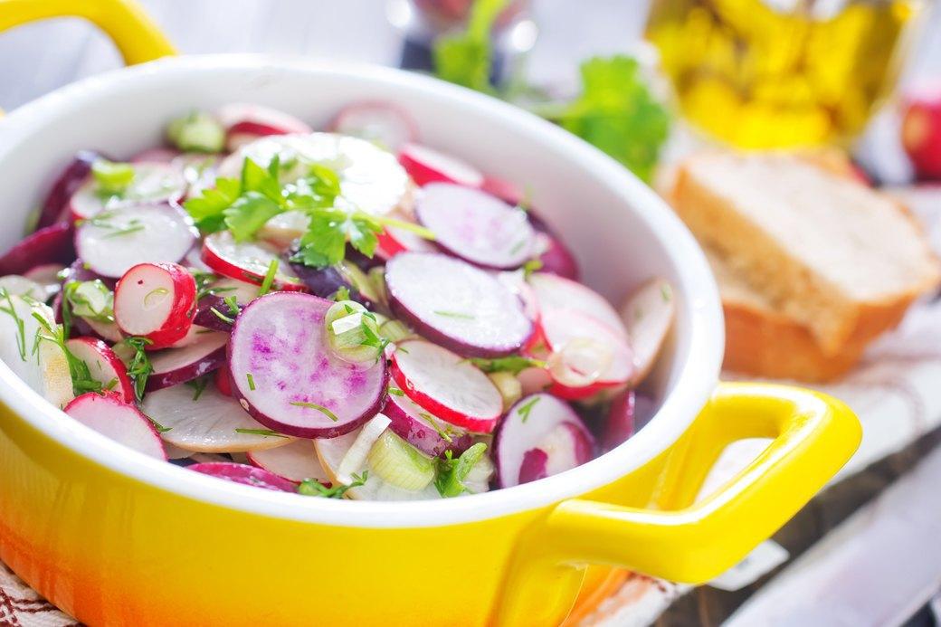 10 сытных, но легких летних салатов. Изображение № 2.