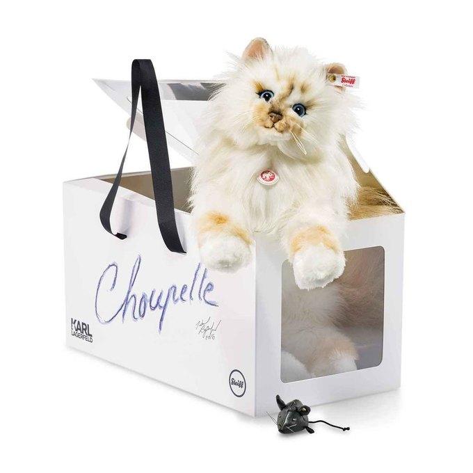 Карл Лагерфельд выпустил плюшевую копию своей любимой кошки. Изображение № 1.