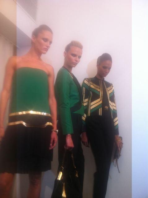 Модели перед началом показа Gucci, фото из твиттера марки. Изображение № 2.