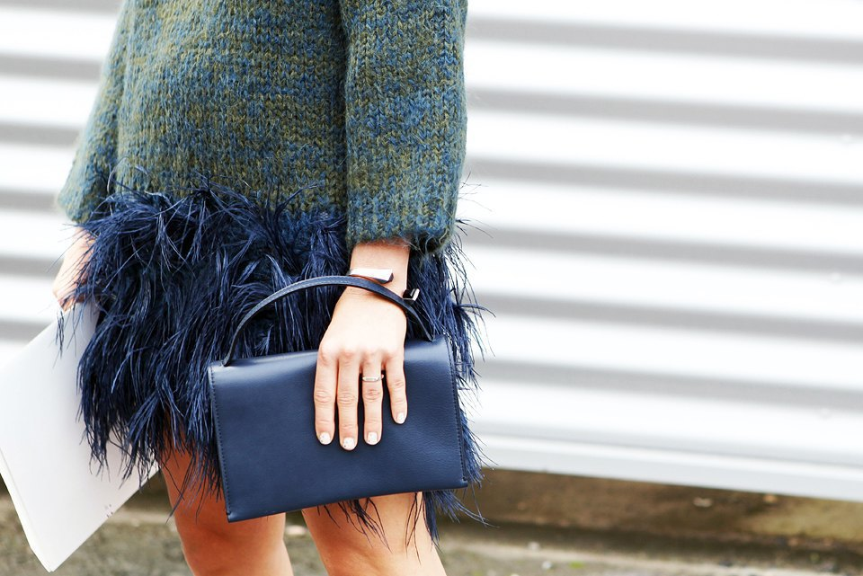 Кимоно, перья и сэтчелы на гостях показов Paris Fashion Week. Изображение № 9.