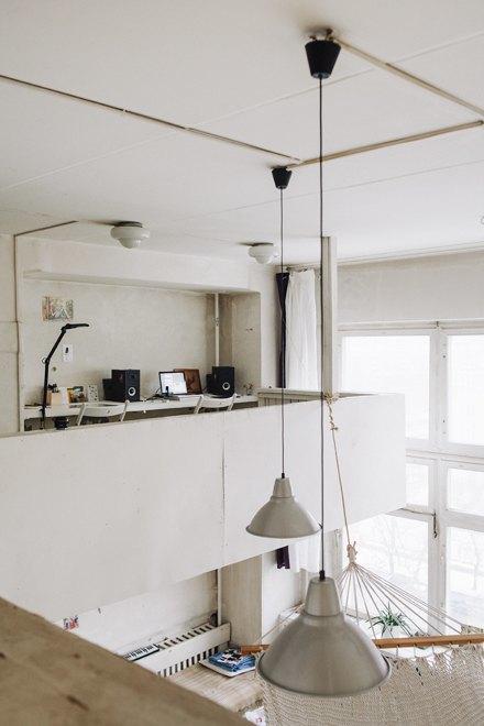 Дизайнер одежды Катя Яэмурд у себя в студии. Изображение № 9.