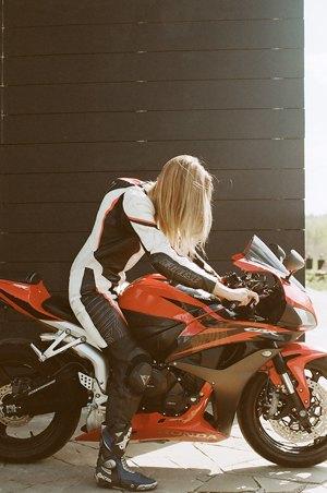 Я и друг мой мотоцикл: Девушки о мотоспорте  и своих байках. Изображение № 16.
