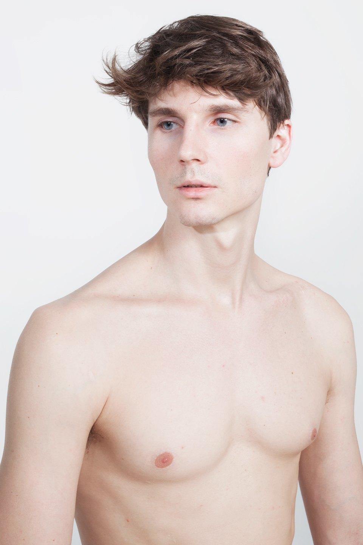 Голые и серьёзные:  Мужчины об отношении  к своему телу. Изображение № 17.