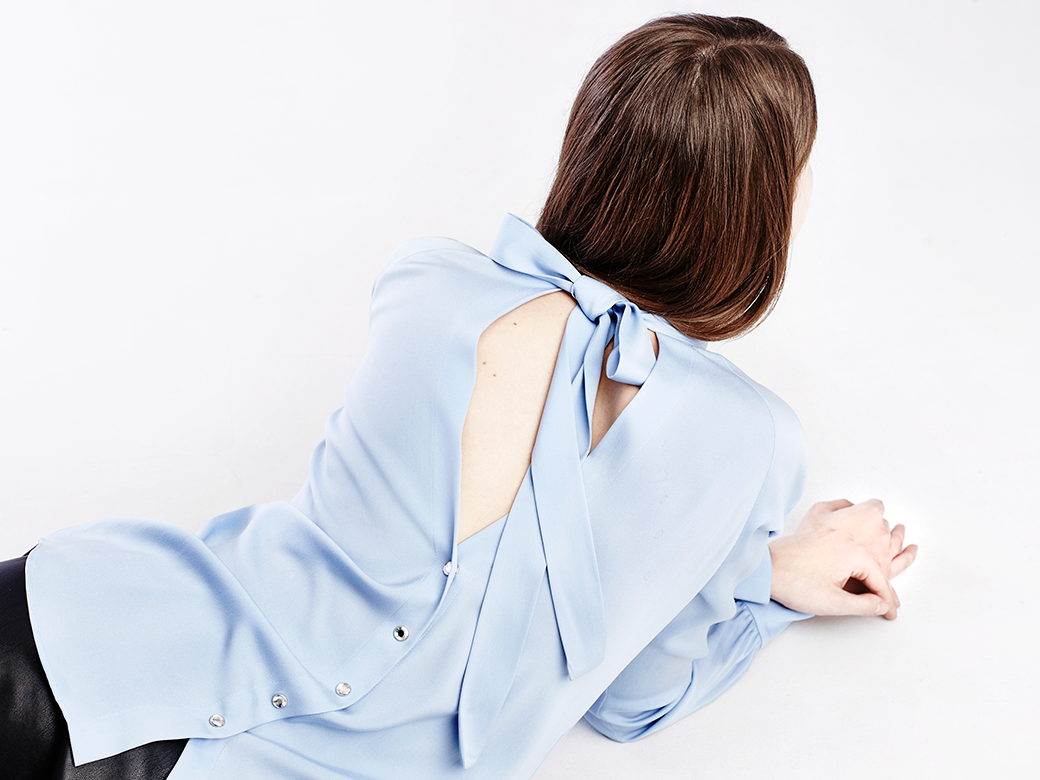 Что носить осенью:  7 женственных  блуз с бантом. Изображение № 4.