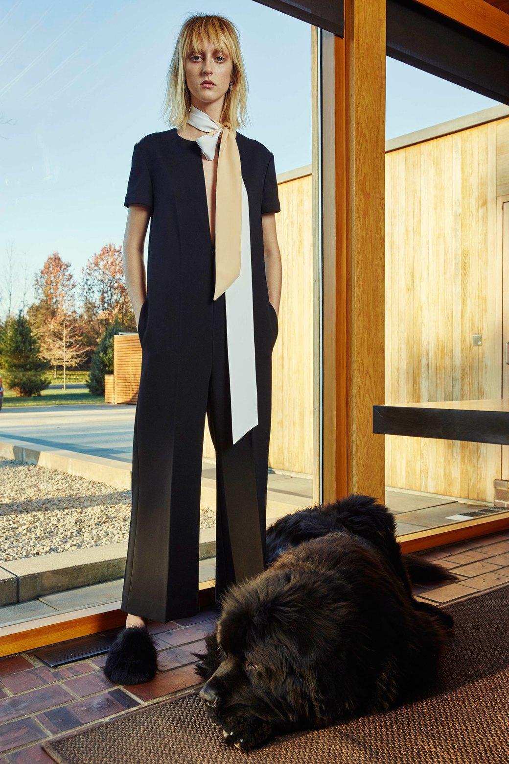 Что носить в офис: 8 осенних образов  в деловом стиле. Изображение № 15.