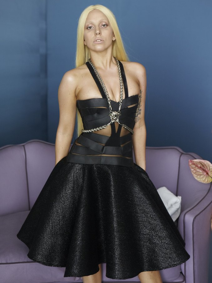 Кампания Versace с Леди Гагой до фотошопа. Изображение № 4.