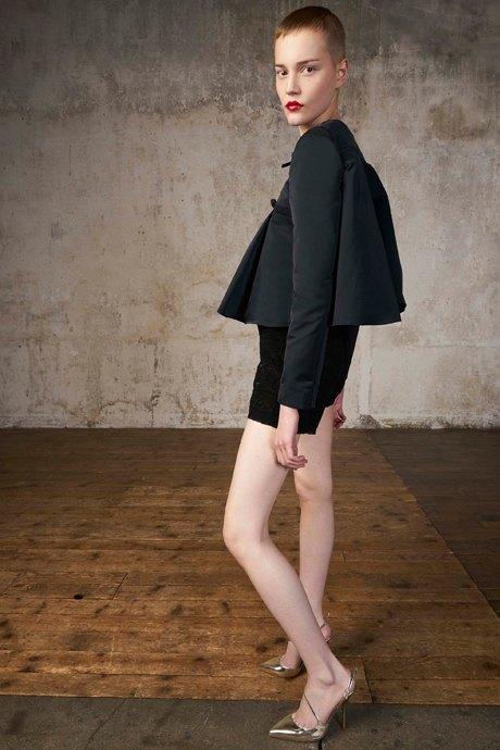 Как одеться в стиле 2000-х: 10 актуальных образов . Изображение № 14.