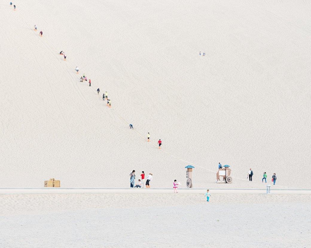 «Познавая мир»: Туристы  в китайской пустыне. Изображение № 7.