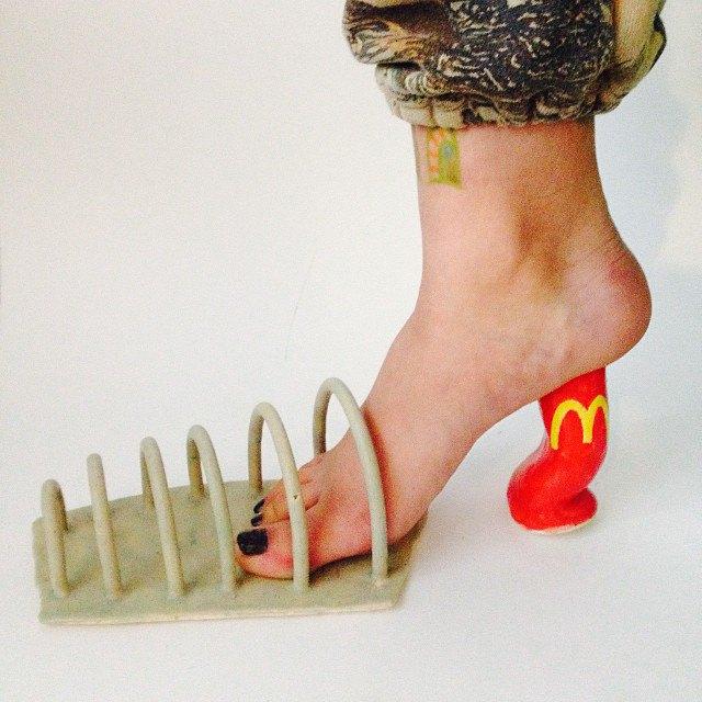 Новый тренд Instagram — «туфли» из подручных предметов. Изображение № 6.