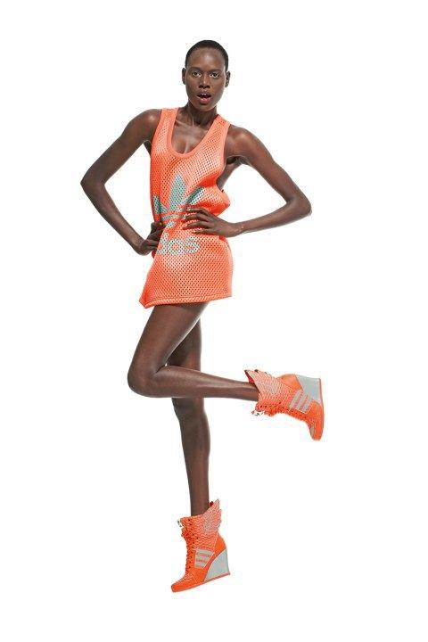 Неоновые цвета и крылья в лукбуке Джереми Скотта для adidas Originals. Изображение № 1.