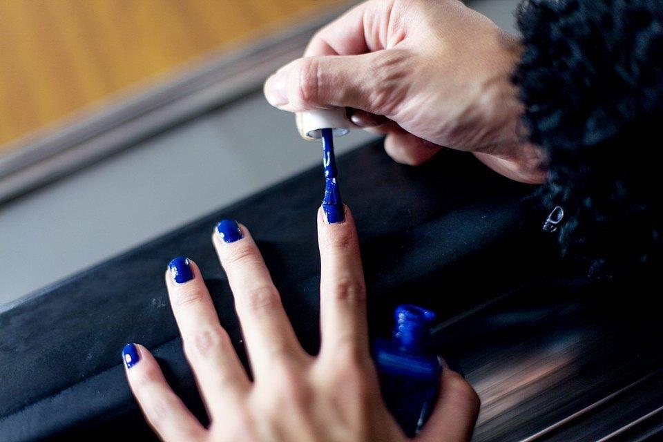 На ходу: Как накрасить ногти  в транспорте. Изображение № 8.
