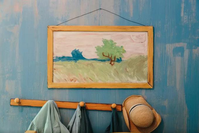 На Airbnb теперь можно арендовать копию комнаты Ван Гога. Изображение № 7.