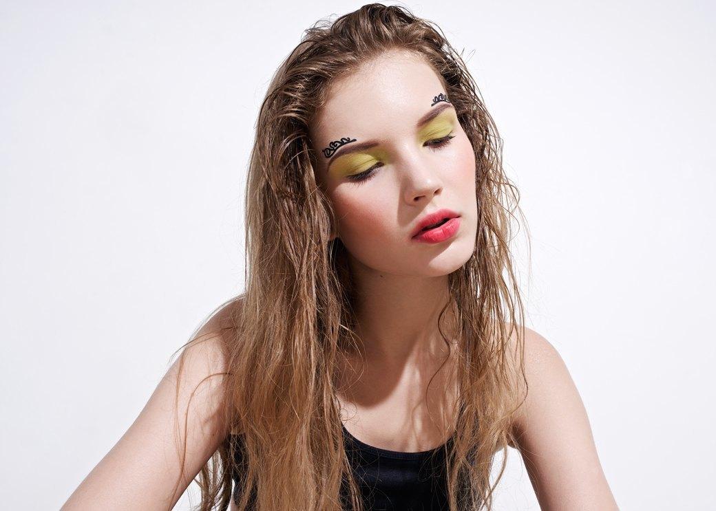 8 вариантов макияжа  с наклейками. Изображение № 8.
