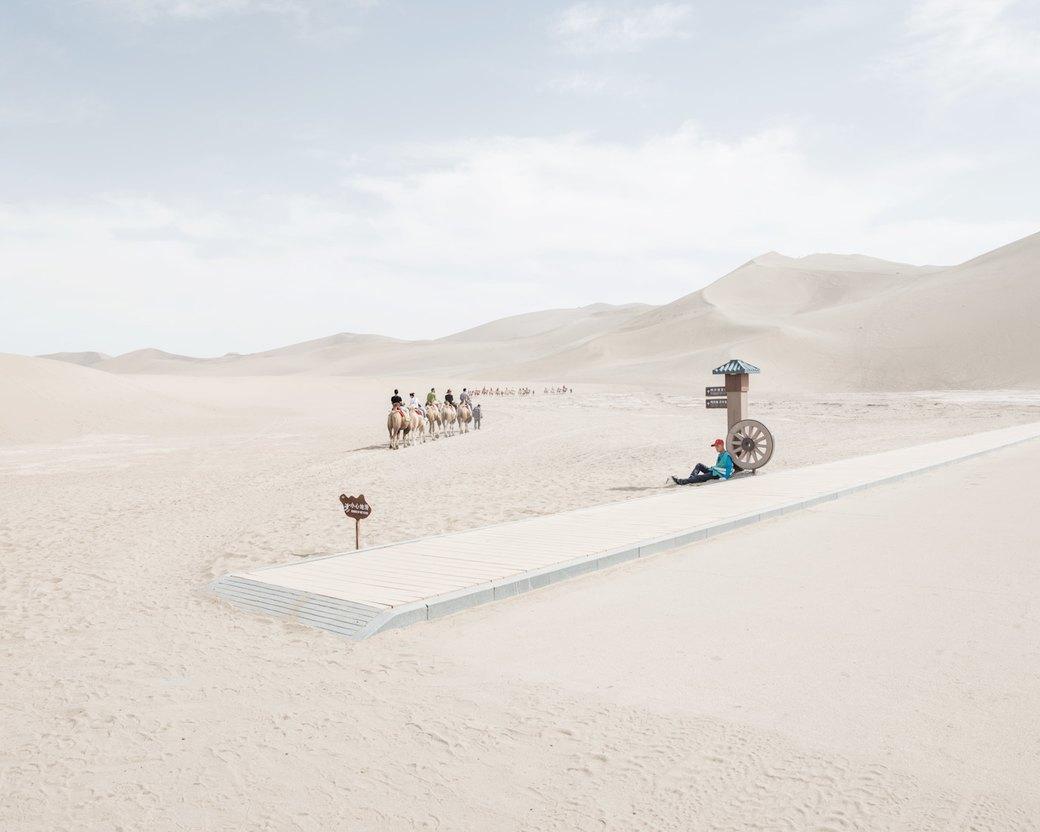 «Познавая мир»: Туристы  в китайской пустыне. Изображение № 9.