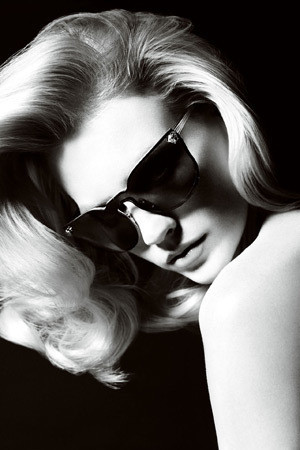 Актриса Дженьюари Джонс в рекламной кампании аксессуаров Versace SS 2011. Изображение № 53.