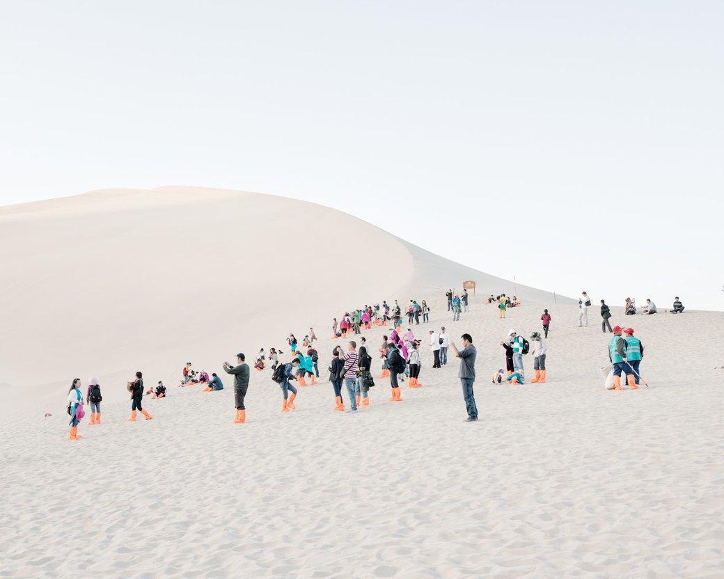 «Познавая мир»: Туристы  в китайской пустыне. Изображение № 8.