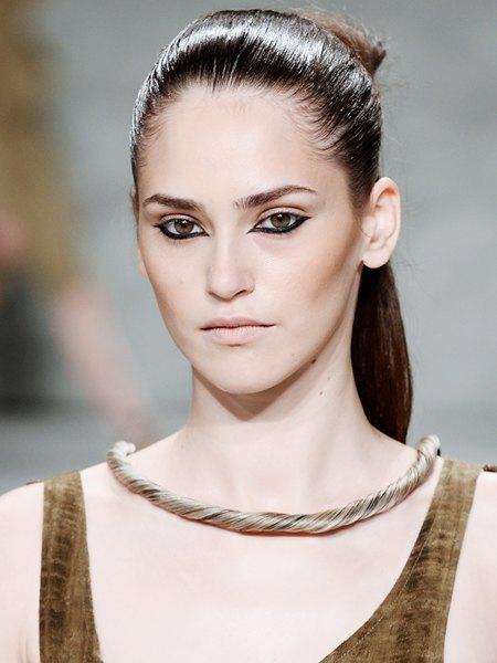 Стрелки, пирсинг, блестки: Самые модные макияжи года. Изображение № 3.