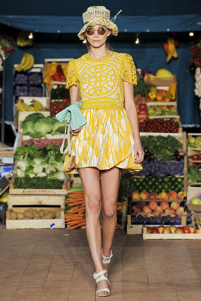 Moschino Cheap & Chic SS 2012 . Изображение № 174.
