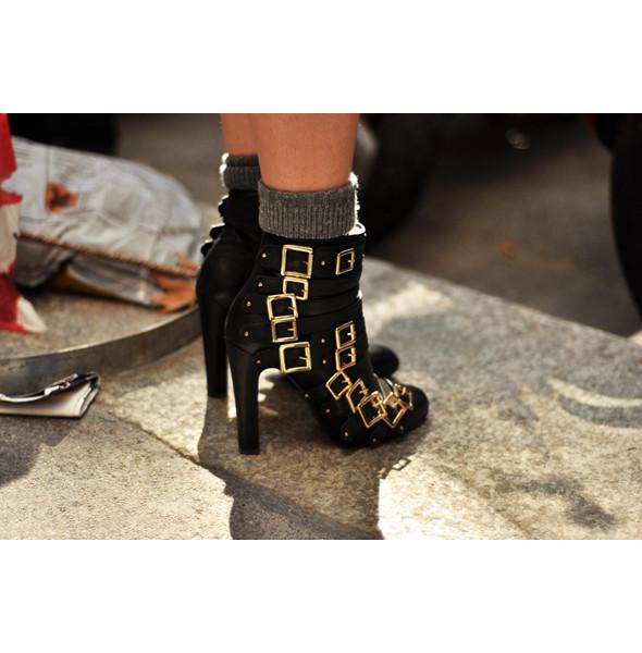 Анна Делло Руссо, Брайан Бой и другие перед показом Gucci SS 2012. Изображение № 13.