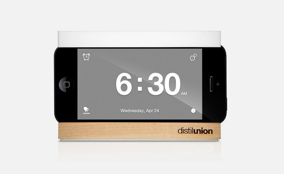 Будильник The iPhone alarm dock with slap-happy snooze bar . Изображение № 5.