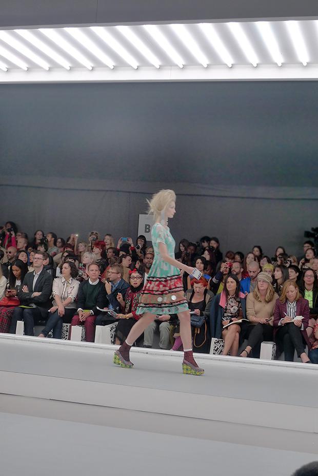 Дневник стилиста: Тесс Йопп о 3D-граффити, резиновых платьях и надувном динозавре. Изображение № 7.